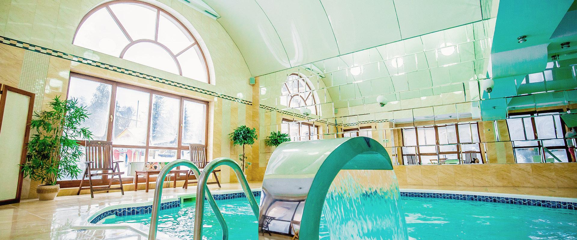 Нічний басейн спа-готель Respect